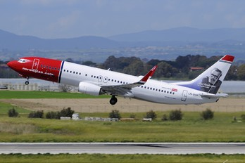 LN-DYP - Norwegian Air Shuttle Boeing 737-800