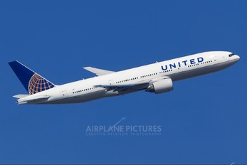 N227UA - United Airlines Boeing 777-200ER
