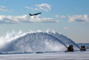 - - Northwest Airlines Boeing 757-200