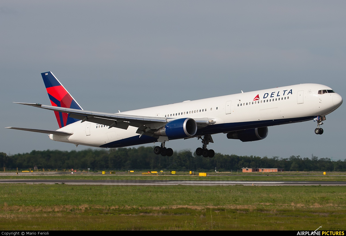 Photo 26127 - Delta Airlines Boeing 767-400 N833MH at Milan ...