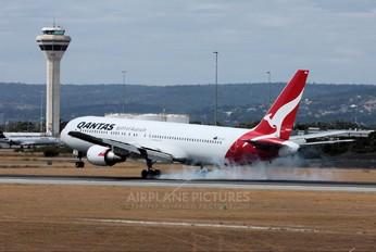 VH-OGQ - QANTAS Boeing 767-300ER