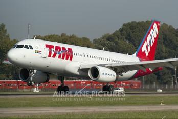 PR-MBM - TAM Airbus A320