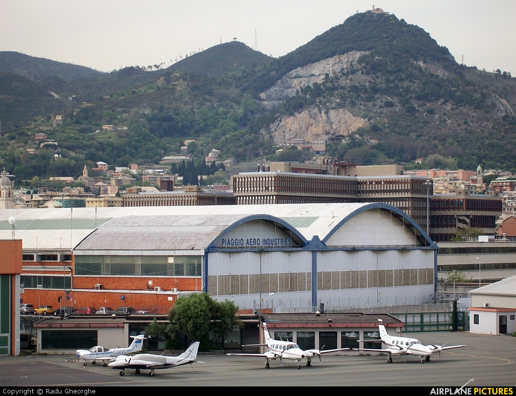 - Airport Overview - aircraft at Genoa - Sestri