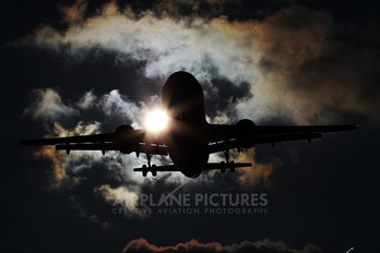 - - easyJet Airbus A319