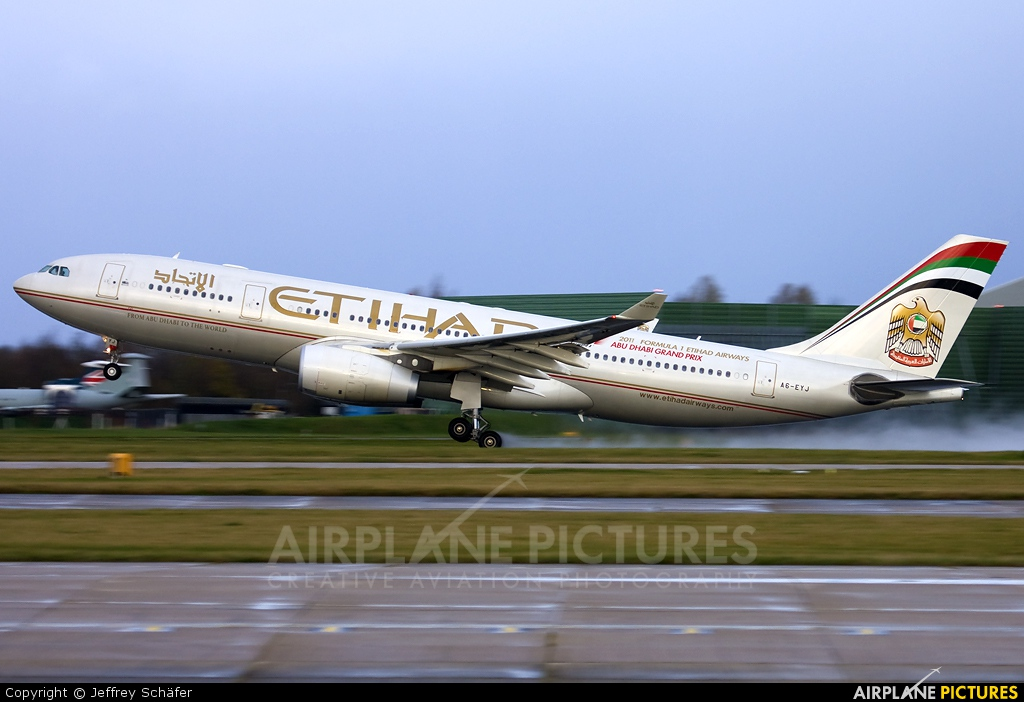 Etihad Airways A6-EYJ aircraft at Manchester