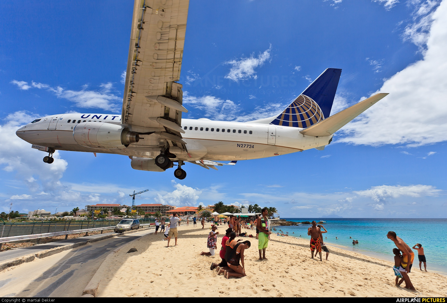 United Airlines N27724 aircraft at Sint Maarten - Princess Juliana Intl