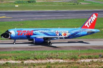 PT-MZN - TAM Airbus A320