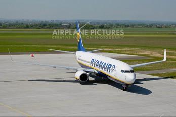 EI-DLX - Ryanair Boeing 737-800