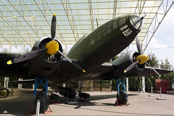 - - Russia - Air Force Ilyushin Il-4