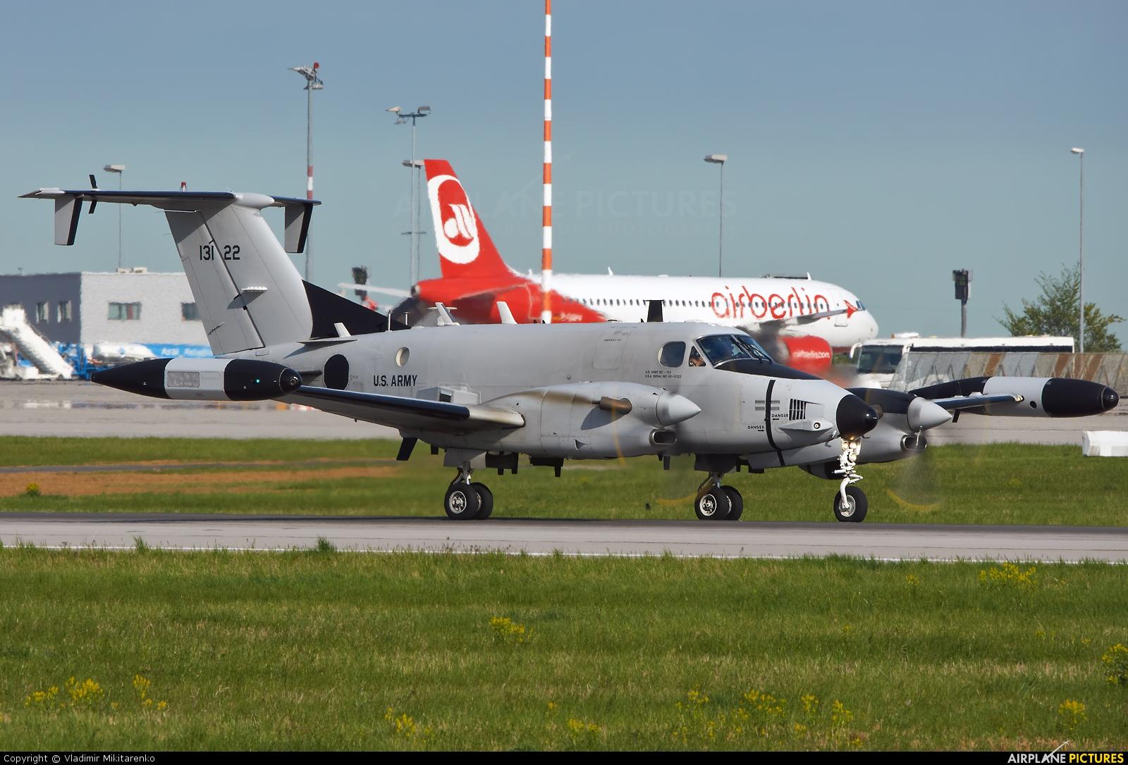 USA - Army 92-13122 aircraft at Stuttgart