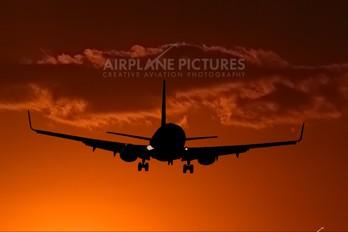 - - Unknown Boeing 737-800