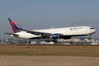 N1613B - Delta Air Lines Boeing 767-300ER