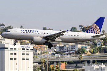 N429UA - United Airlines Airbus A320