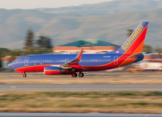 N222WN - Southwest Airlines Boeing 737-700