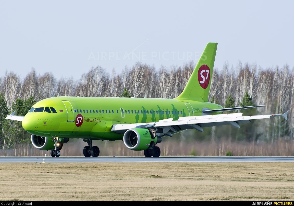 S7 Airlines VP-BHL aircraft at Tyumen-Roschino