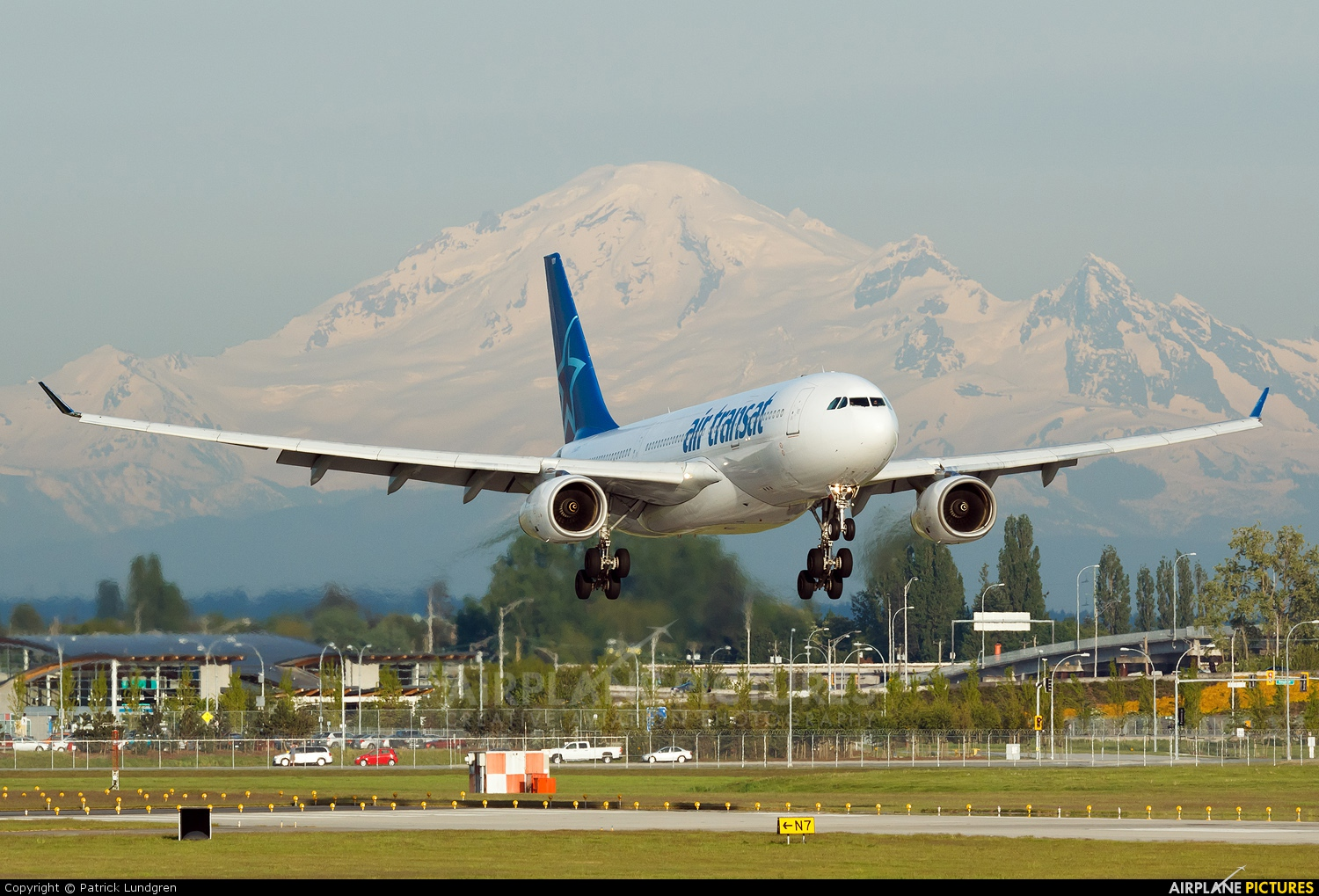 c ggts air transat airbus a330 200 at vancouver intl bc photo id 212783 airplane pictures net