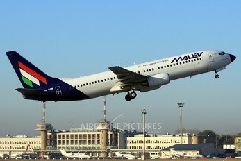 HA-LOM - Malev Boeing 737-800