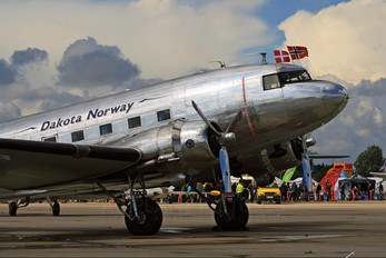 LN-WND - Dakota Norway Douglas C-53D Skytrooper