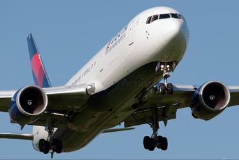 N152DL - Delta Air Lines Boeing 767-300ER