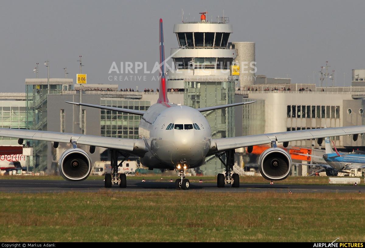 Turkish Airlines TC-JNI aircraft at Düsseldorf