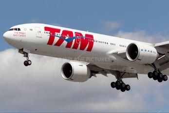 PT-MUD - TAM Boeing 777-300ER