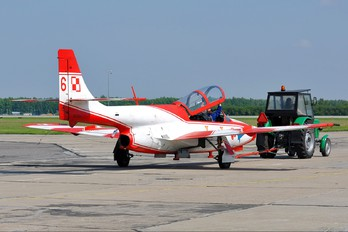 2006 - Poland - Air Force: White & Red Iskras PZL TS-11 Iskra