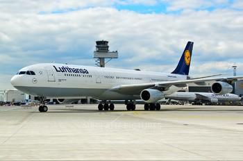D-AIGY - Lufthansa Airbus A340-300