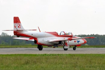1708 - Poland - Air Force: White & Red Iskras PZL TS-11 Iskra