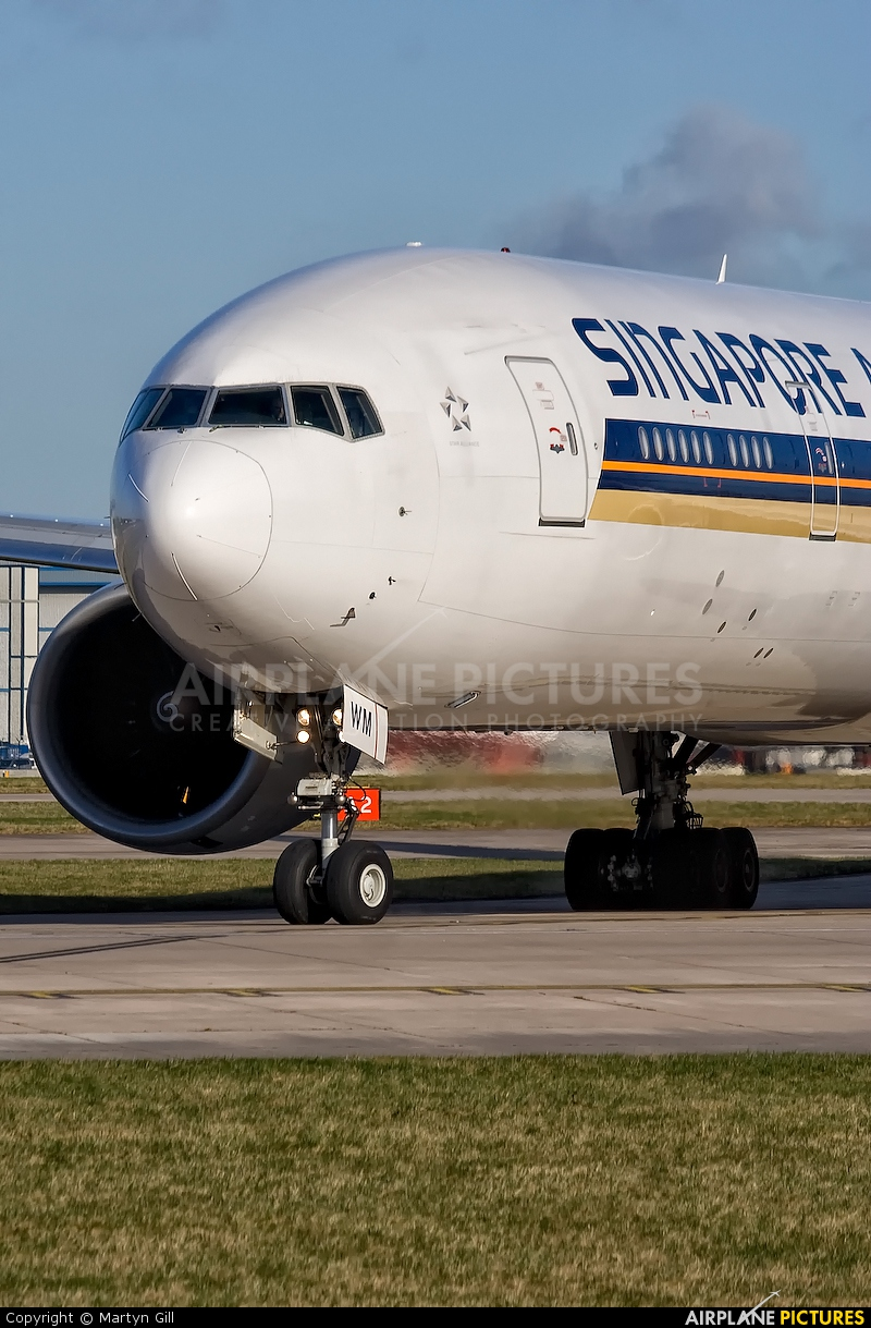 Singapore Airlines 9V-SVM aircraft at Manchester