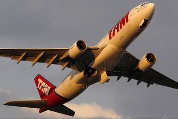 PT-MVE - TAM Airbus A330-200