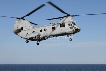 156444 - USA - Marine Corps Boeing CH-46E Sea Knight