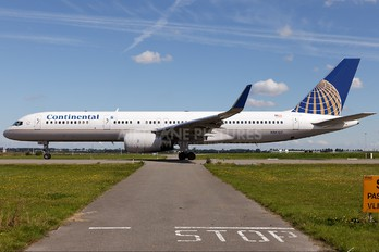 N14107 - United Airlines Boeing 757-200