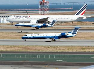 N795SK - United Express - SkyWest Canadair CL-600 CRJ-702