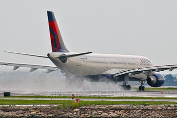 N812NW - Delta Air Lines Airbus A330-300