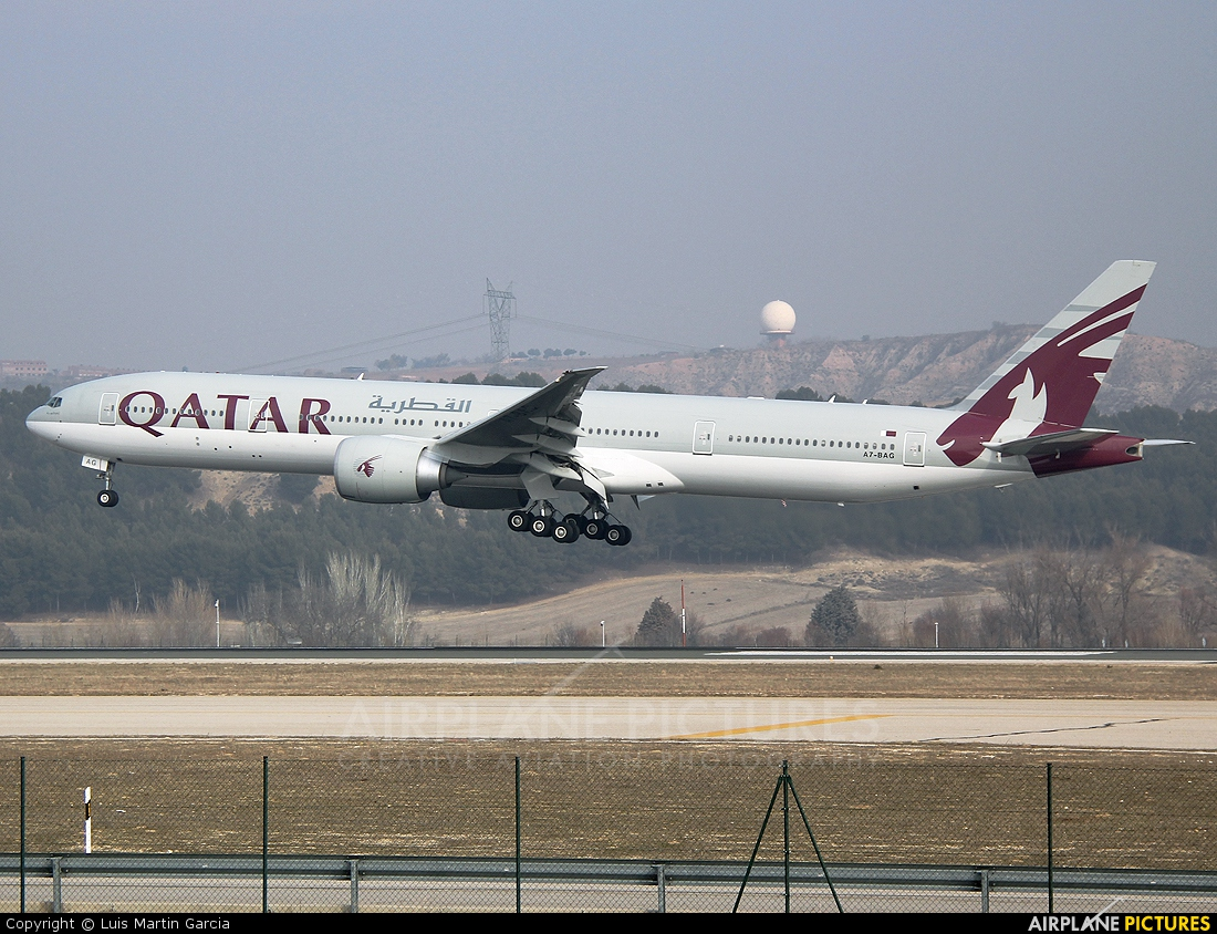 A7 bag qatar airways boeing 777 300er at madrid for Oficina qatar airways madrid