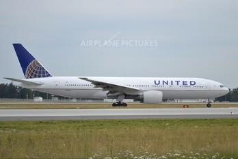 N780UA - United Airlines Boeing 777-200ER