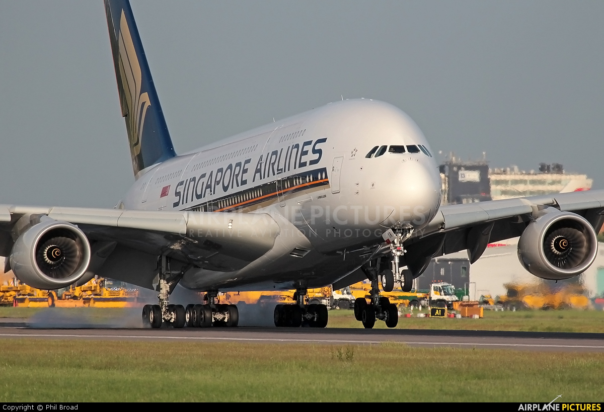 Singapore Airlines 9V-SKR aircraft at London - Heathrow