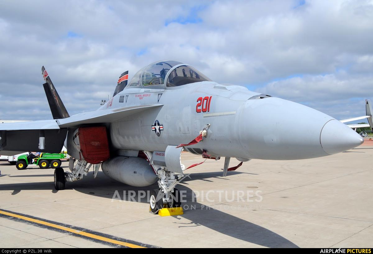 USA - Navy 165668 aircraft at Quonset Point NAS