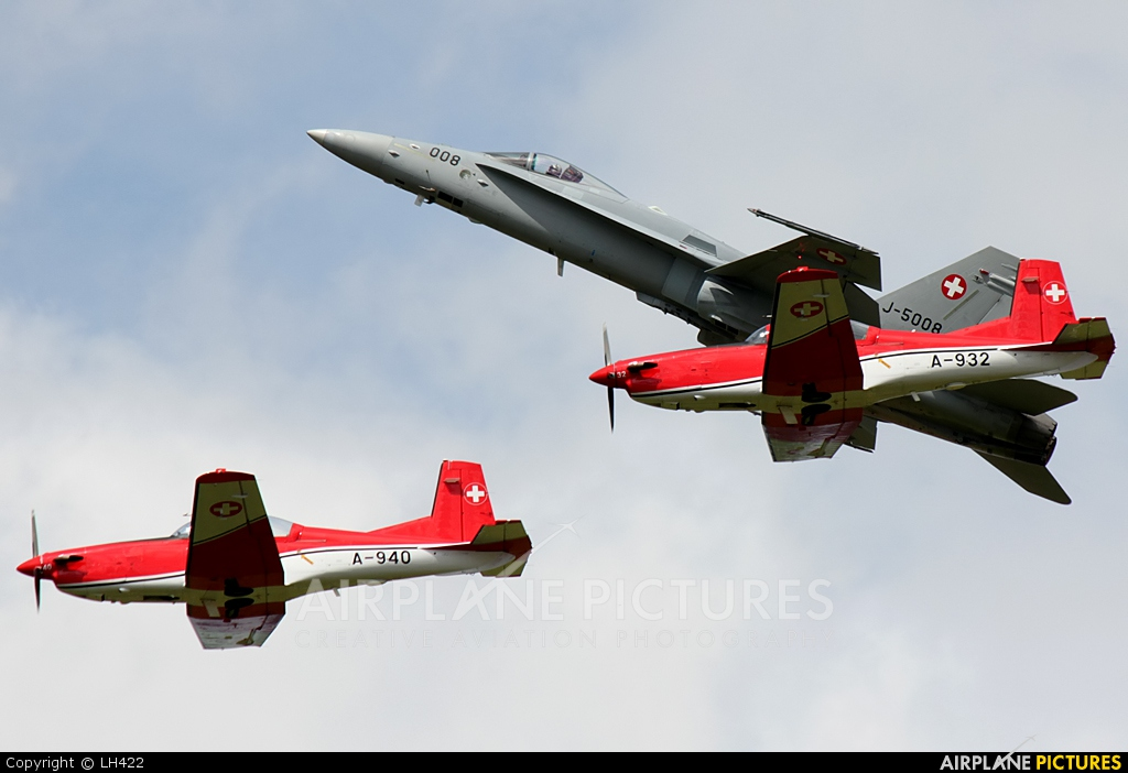 Switzerland - Air Force: PC-7 Team A-940 aircraft at Florennes