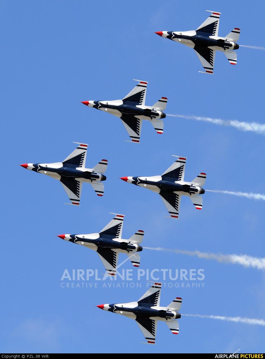 USA - Air Force : Thunderbirds 92-3898 aircraft at Quonset Point NAS