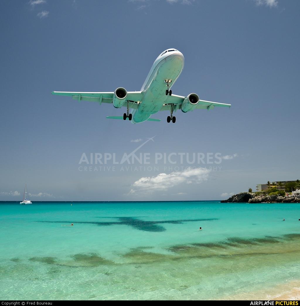 United Airlines N471UA aircraft at Sint Maarten - Princess Juliana Intl