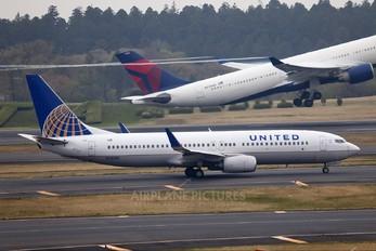 N25201 - United Airlines Boeing 737-800