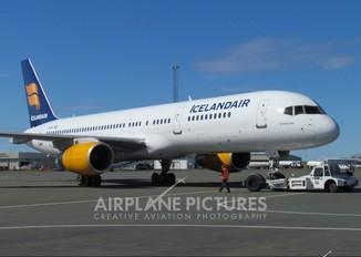 TF-IST - Icelandair Boeing 757-200