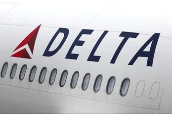 - - Delta Air Lines Boeing 767-300