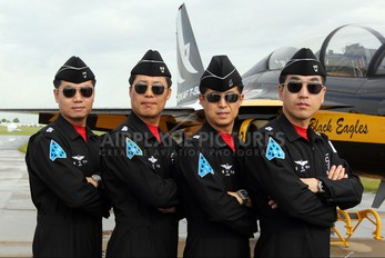 - - Korea (South) - Air Force: Black Eagles - Airport Overview - People, Pilot