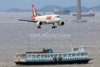 PT-MZB - TAM Airbus A319
