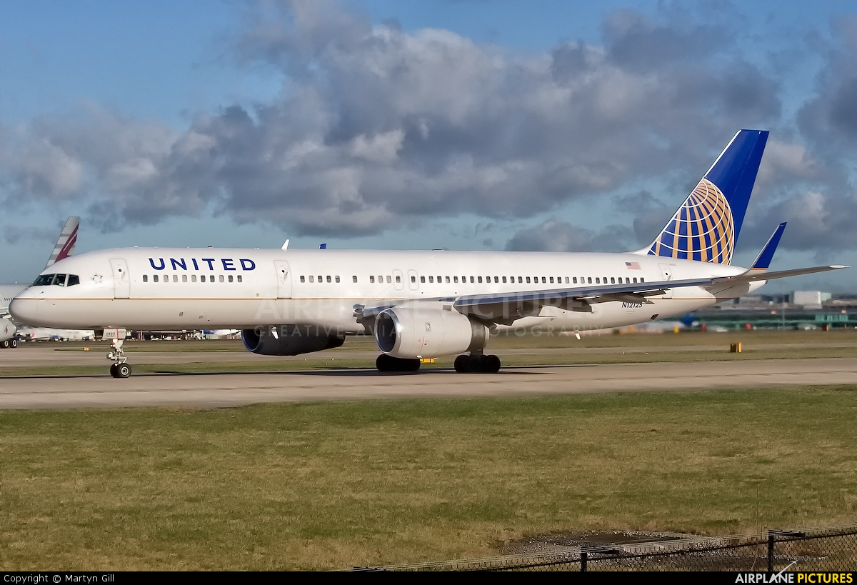 United Airlines N12125 aircraft at Manchester