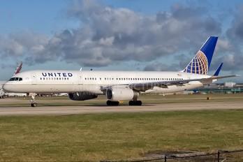 N12125 - United Airlines Boeing 757-200