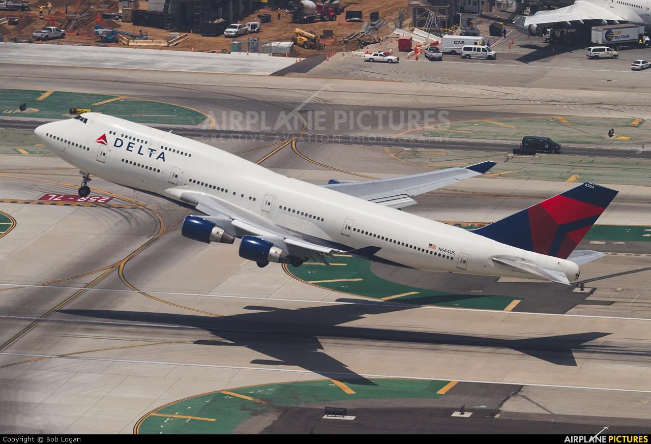 Delta Air Lines N664US aircraft at Los Angeles Intl