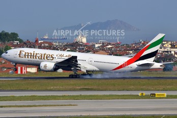 A6-EMD - Emirates Airlines Boeing 777-200
